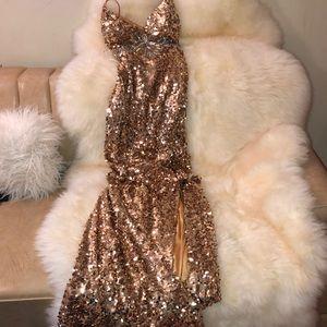 🤩 Eye-Catching Gold Riva Dress 🤩